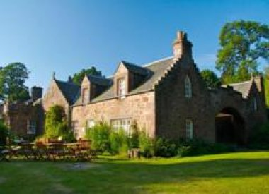 Fingask Castle Cottages, Rait