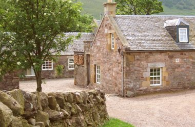 Cosy cottage (sleeps 4) amidst heather hills with Edinburgh close by...